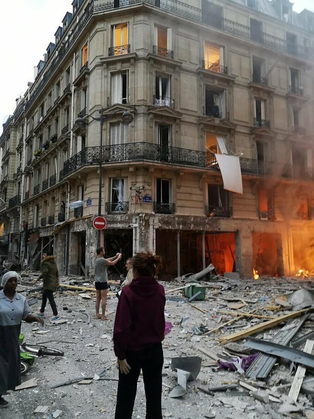 Đẩy mạnh công tác cứu hộ vụ nổ do rò rỉ khí gas ở Paris, Pháp - Ảnh 1.