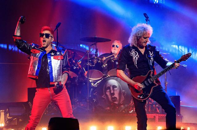 """Fan ngỡ ngàng nhận ra Adam Lambert xuất hiện trong """"Bohemian Rhapsody"""" - Ảnh 2."""