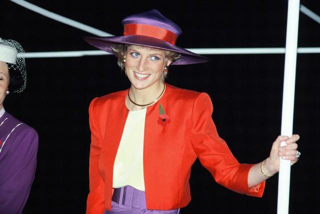 Công nương Meghan phá lệ để tưởng niệm Công nương Diana - Ảnh 3.