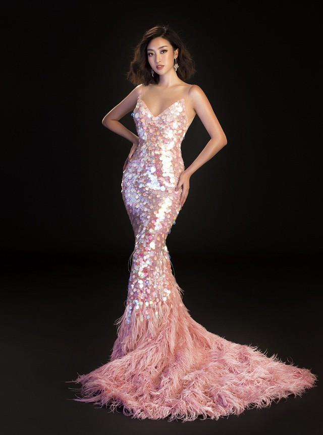 Hoa hậu Mỹ Linh, Tiểu Vy đọ dáng khoe vẻ đẹp một 9 một 10 - Ảnh 15.