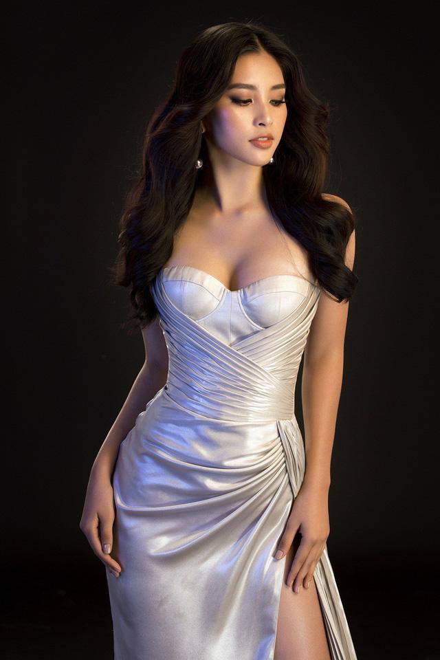 Hoa hậu Mỹ Linh, Tiểu Vy đọ dáng khoe vẻ đẹp một 9 một 10 - Ảnh 3.