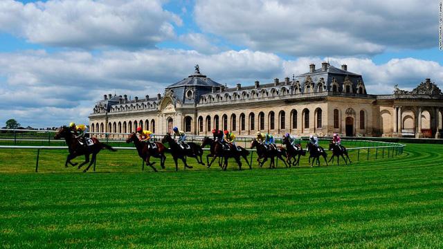 Top 10 trường đua ngựa đẹp nhất thế giới - Ảnh 7.