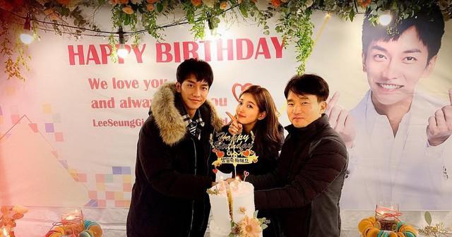 Lee Seung Gi đón sinh nhật tuổi 32 ở phim trường - Ảnh 2.