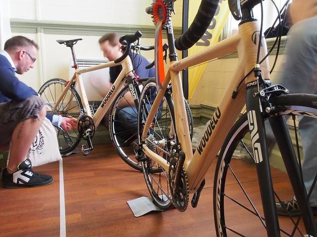 Độc đáo xe đạp làm từ tre thân thiện với môi trường - Ảnh 2.