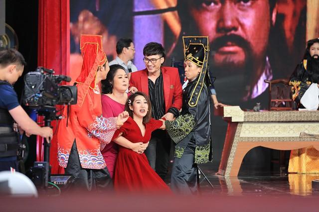Ký ức vui vẻ: Thúy Ngân đòi hôn Việt Trinh - Ảnh 4.