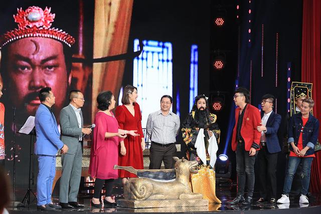 Ký ức vui vẻ: Thúy Ngân đòi hôn Việt Trinh - Ảnh 1.