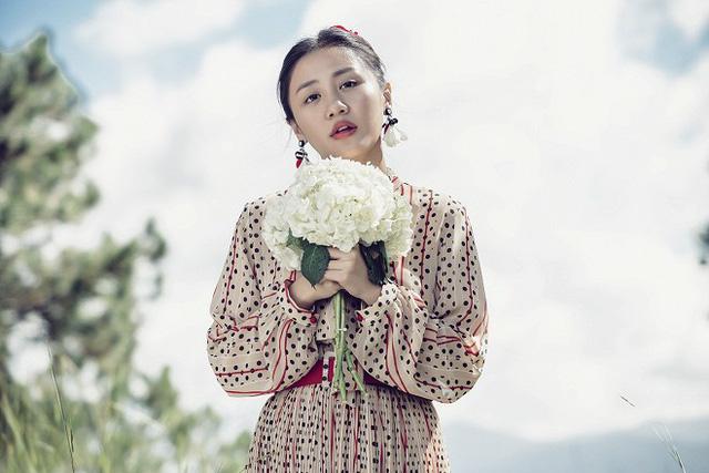 Văn Mai Hương hóa cô dâu đau khổ trong MV mới - ảnh 1