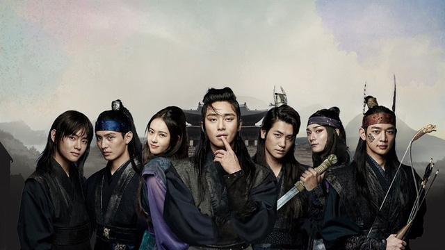 Mãn nhãn với dàn trai đẹp trong phim Hàn Quốc Hoa kiếm Hwarang - Ảnh 1.
