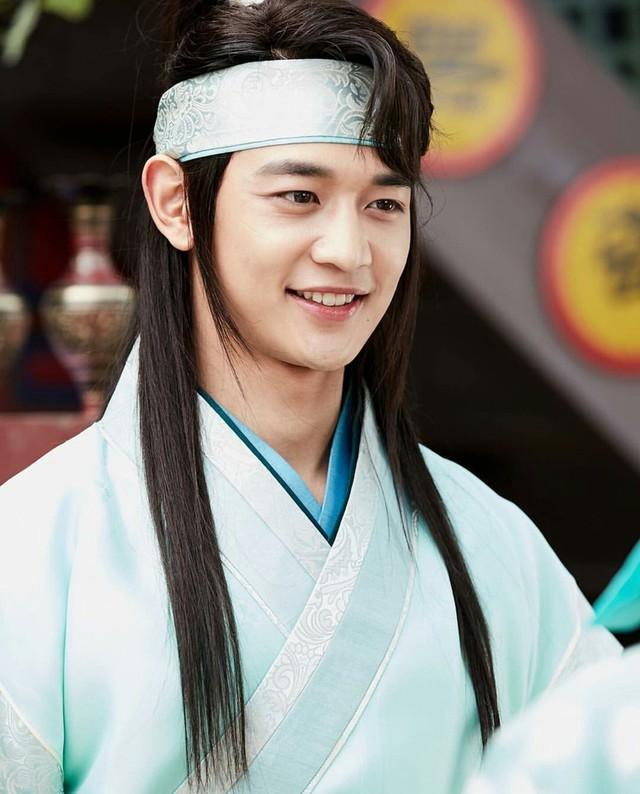 Mãn nhãn với dàn trai đẹp trong phim Hàn Quốc Hoa kiếm Hwarang - Ảnh 4.