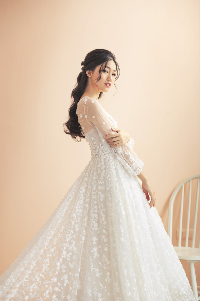Á hậu Thanh Tú tung ảnh cưới hậu kết hôn với chồng đại gia - Ảnh 2.