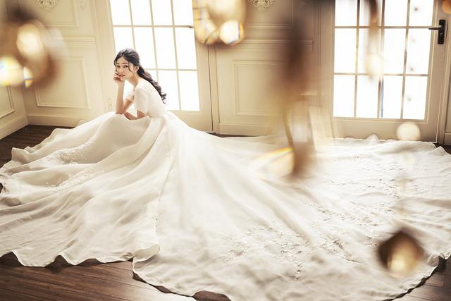 Á hậu Thanh Tú tung ảnh cưới hậu kết hôn với chồng đại gia - Ảnh 1.