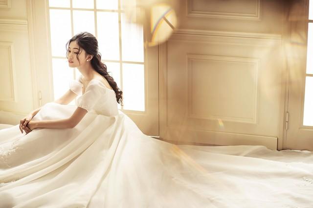 Á hậu Thanh Tú tung ảnh cưới hậu kết hôn với chồng đại gia - Ảnh 11.