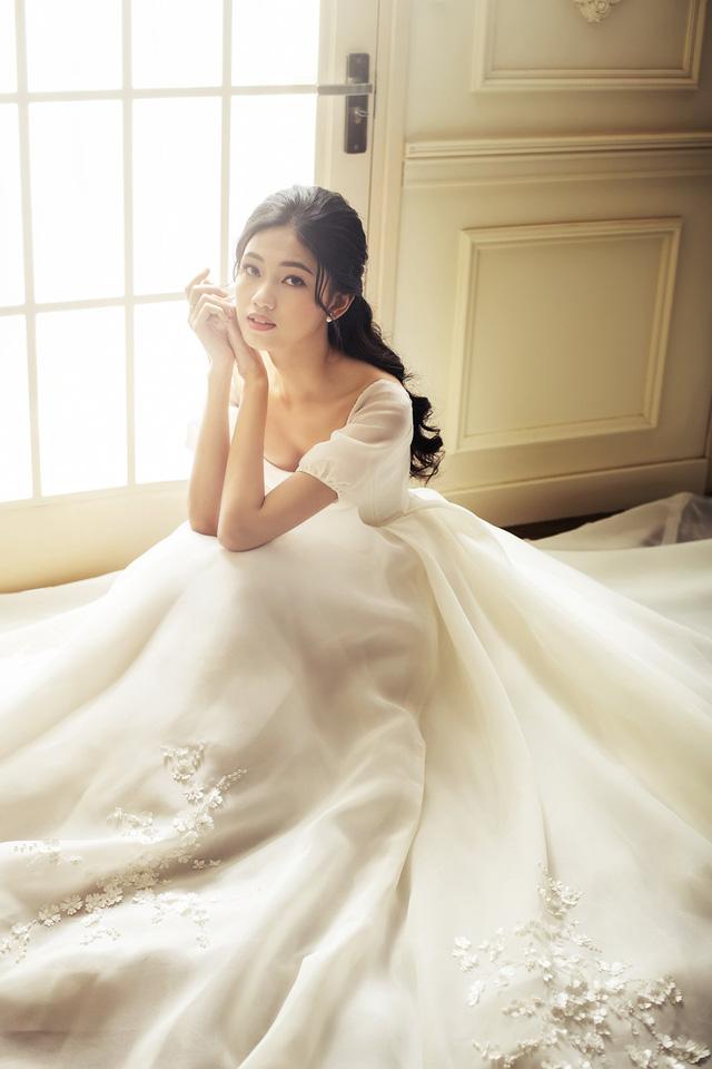 Á hậu Thanh Tú tung ảnh cưới hậu kết hôn với chồng đại gia - Ảnh 10.