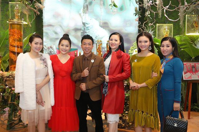 """Dàn nghệ sĩ Hà thành nô nức dự triển lãm trưng bày """"Báu vật đại ngàn"""" - Ảnh 1."""