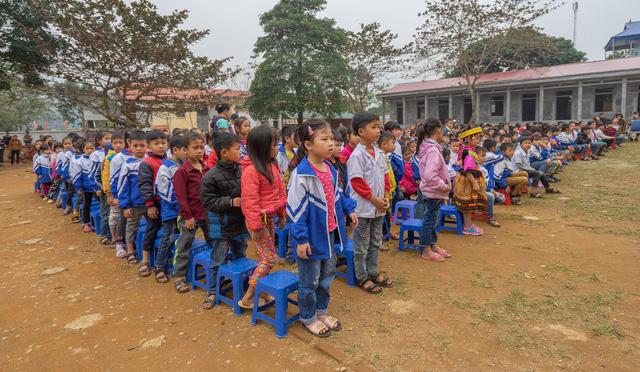 Sinh viên trường Báo mang hơi ấm thiện nguyện đến tỉnh Hòa Bình - Ảnh 5.