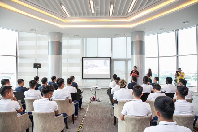 CLB Hà Nội gặp gỡ giao lưu người hâm mộ Việt Nam tại Bangkok (Thái Lan) - Ảnh 2.
