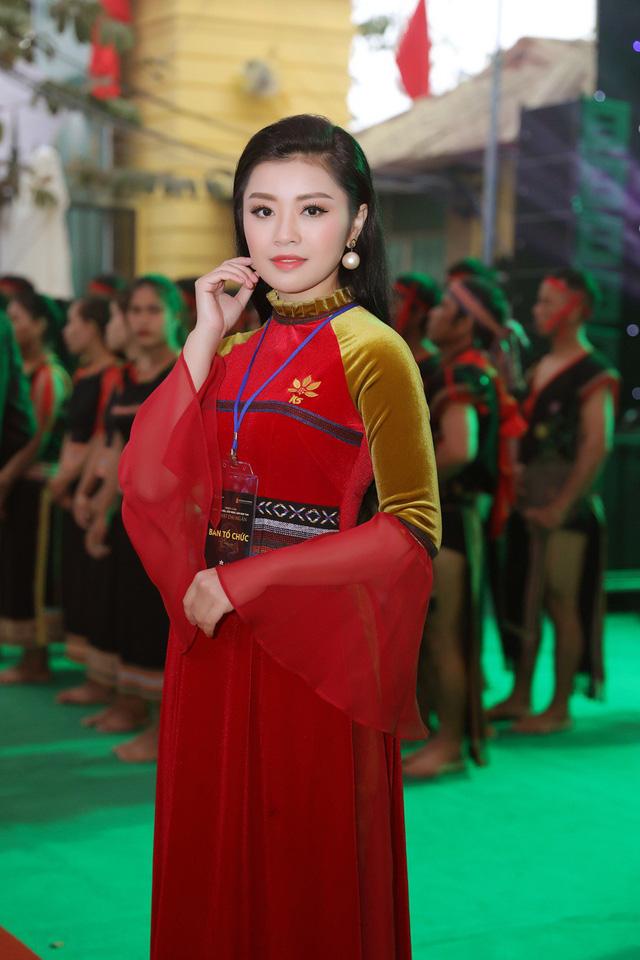 """Dàn nghệ sĩ Hà thành nô nức dự triển lãm trưng bày """"Báu vật đại ngàn"""" - Ảnh 6."""