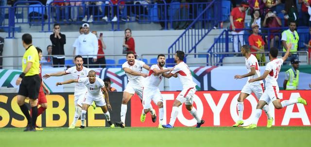 ẢNH: Những khoảnh khắc không quên của ĐT Việt Nam vượt qua ĐT Jordan ở vòng 1/8 Asian Cup 2019 - Ảnh 4.