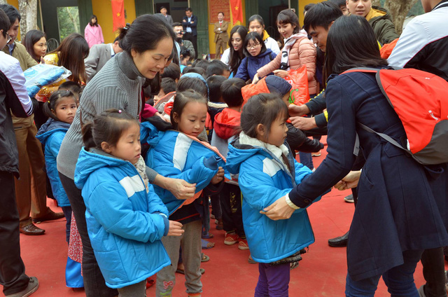 Quỹ Tấm lòng Việt trao tặng hàng nghìn suất quà cùng học bổng tới học trò nghèo trong 5 tháng đầu năm 2019 - Ảnh 12.