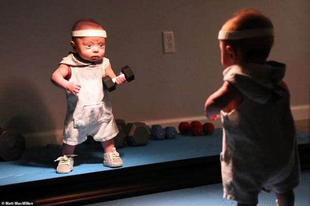 Hài hước loạt ảnh cậu nhóc già trước tuổi dưới ống kính của ông bố vui tính - Ảnh 6.