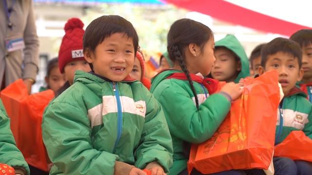 Cùng em đến trường: Mang mùa xuân về với học sinh vùng cao tỉnh Cao Bằng - Ảnh 2.