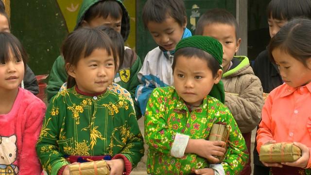 Quỹ Tấm lòng Việt trao tặng hàng nghìn suất quà cùng học bổng tới học trò nghèo trong 5 tháng đầu năm 2019 - Ảnh 13.