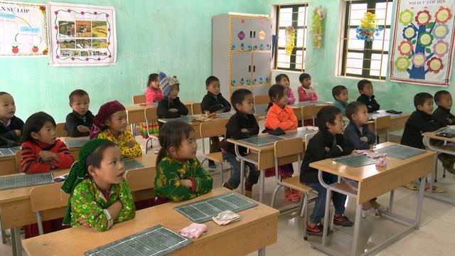 Quỹ Tấm lòng Việt mang Tết sớm đến với học sinh trường PT Dân tộc bán trú Tiểu học xã Lũng Cú - Ảnh 4.