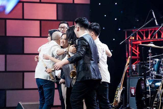 Ban nhạc hát Xoay quanh một chữ tiền khiến 4 HLV Ban nhạc Việt giành giật - Ảnh 3.