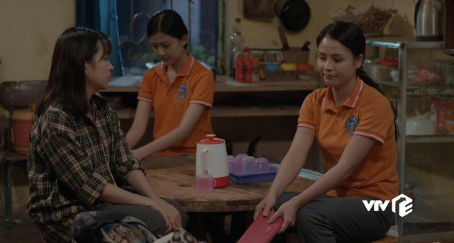 Những cô gái trong thành phố - Tập 5: Bị quản đốc nhiều lần giở trò cưỡng bức, Cúc tủi nhục ê chề - Ảnh 2.