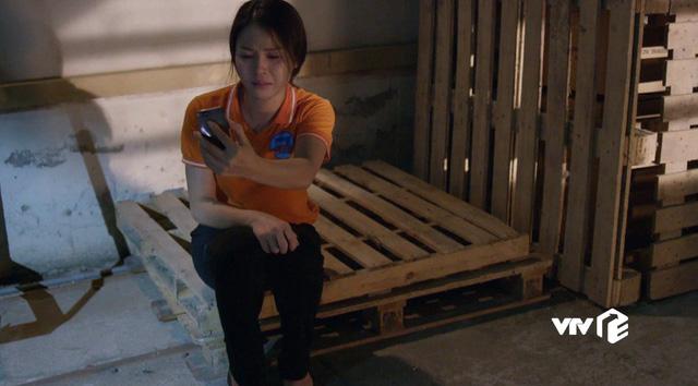 Những cô gái trong thành phố - Tập 5: Bị quản đốc nhiều lần giở trò cưỡng bức, Cúc tủi nhục ê chề - Ảnh 10.