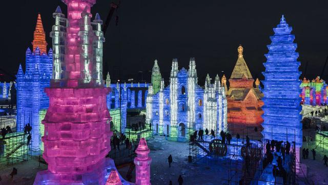 Trải nghiệm cảm giác lạnh buốt răng tại lễ hội băng lớn nhất thế giới ở Trung Quốc - Ảnh 1.