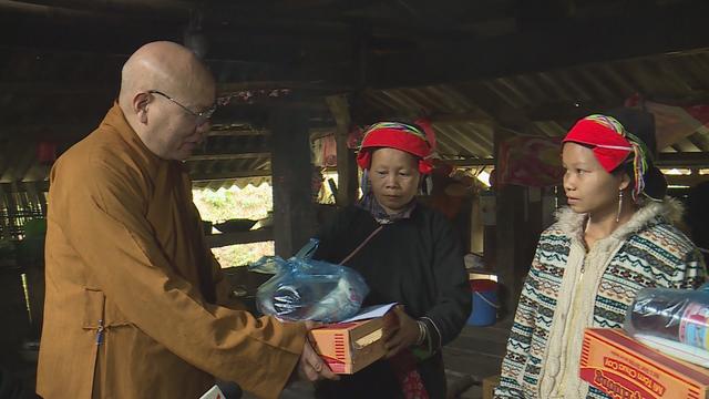Trao tặng 1.500 phần quà cho người nghèo tại Hà Giang - Ảnh 1.