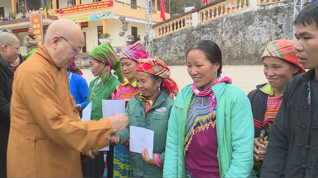 Trao tặng 1.500 phần quà cho người nghèo tại Hà Giang - Ảnh 3.