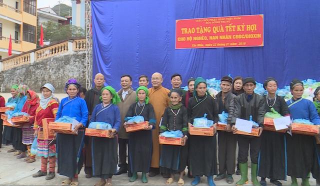 Trao tặng 1.500 phần quà cho người nghèo tại Hà Giang - Ảnh 2.