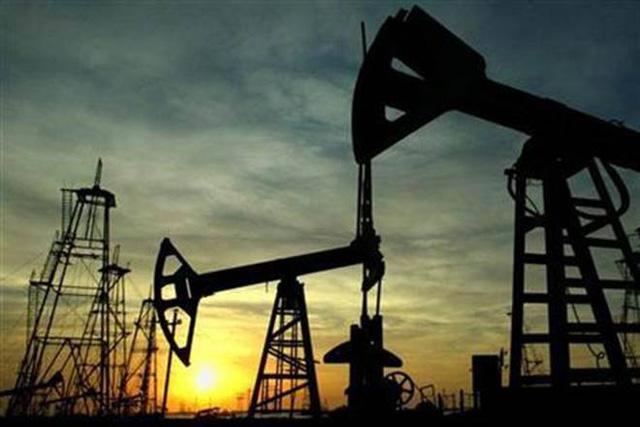 Giá dầu thế giới quay đầu giảm sau sáu tuần tăng liên tiếp - Ảnh 1.