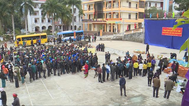 Trao tặng 1.500 phần quà cho người nghèo tại Hà Giang - Ảnh 6.
