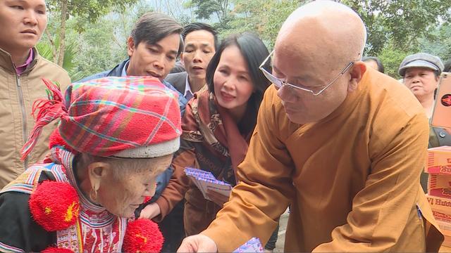 Trao tặng 1.500 phần quà cho người nghèo tại Hà Giang - Ảnh 4.