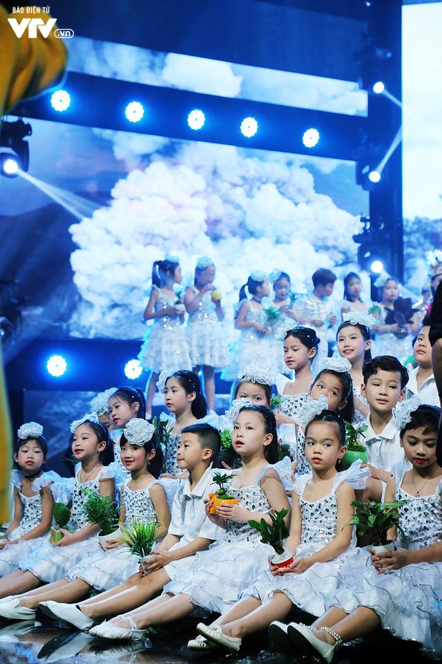 Đón Tết cùng VTV: Trọng Hiếu tham gia cùng hàng trăm vũ công và giọng ca nhí - Ảnh 7.