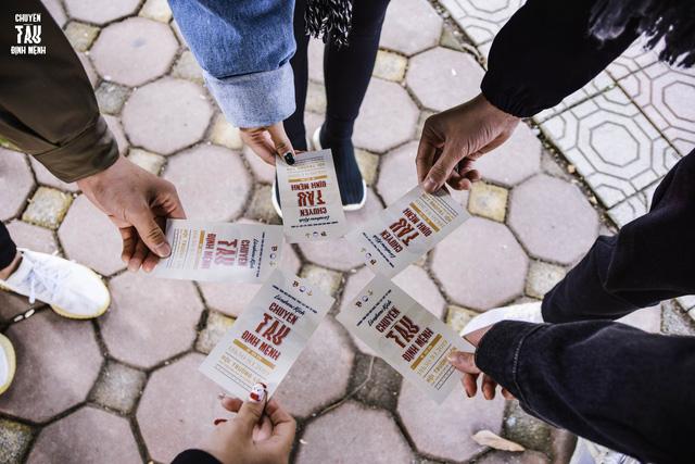 Đổi quà lấy vé xem kịch: Hoạt động thiện nguyện ý nghĩa của sinh viên Báo chí - Ảnh 3.