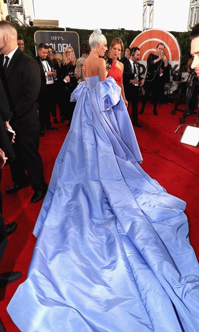 Lady Gaga diện váy lọ lem, nổi bật trên thảm đỏ Quả cầu vàng 2019 - Ảnh 3.