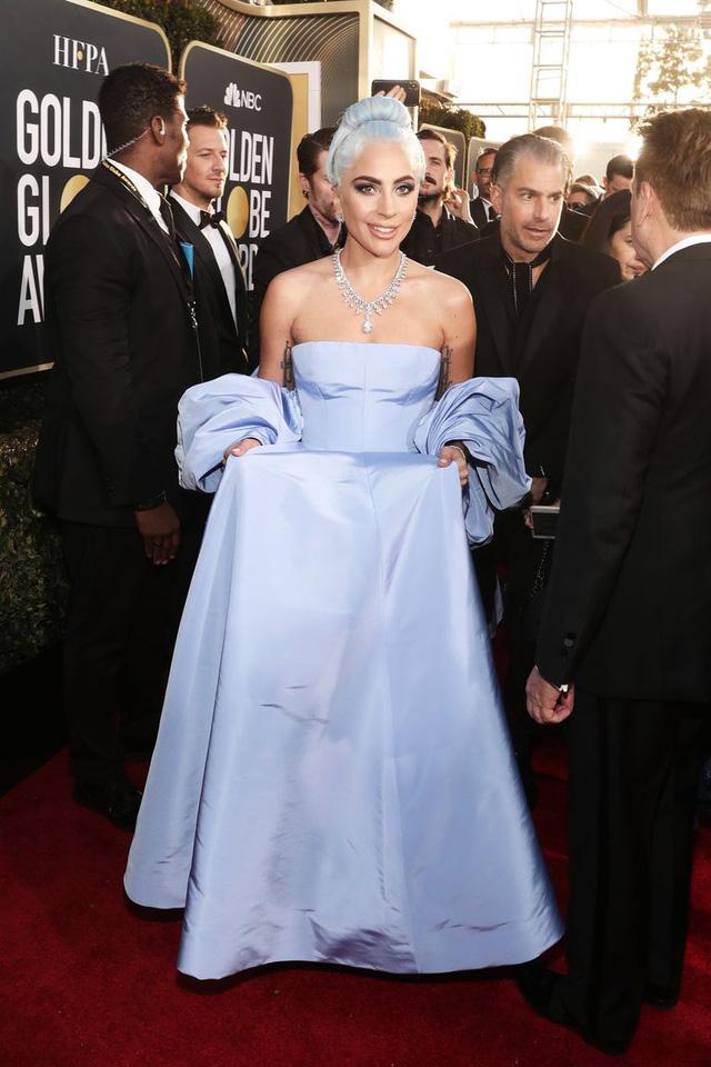 Lady Gaga diện váy lọ lem, nổi bật trên thảm đỏ Quả cầu vàng 2019 - Ảnh 2.