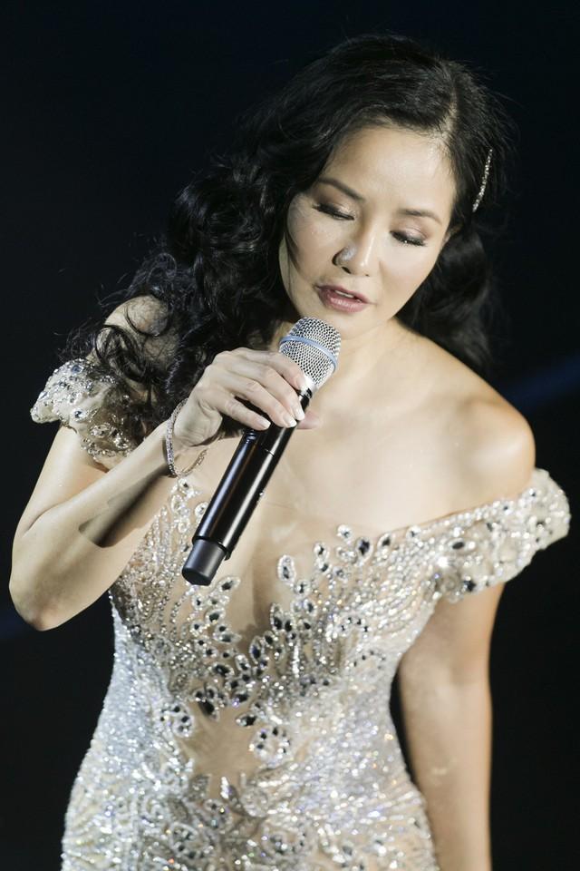Bằng Kiều cùng Hồng Nhung biểu diễn xuất thần trong đêm nhạc Dương Thụ - Ảnh 1.