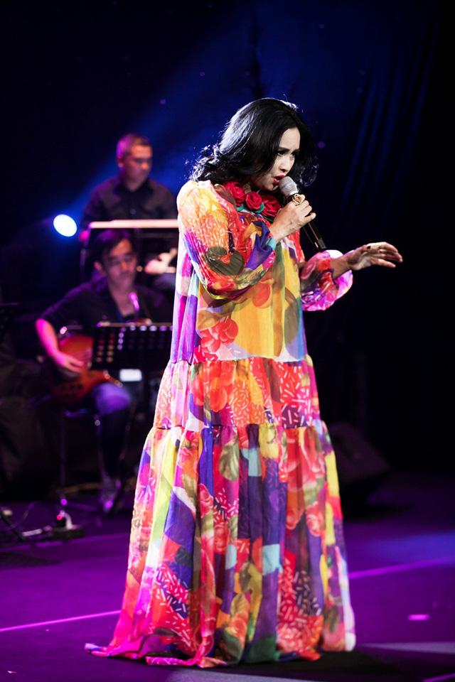 Bằng Kiều cùng Hồng Nhung biểu diễn xuất thần trong đêm nhạc Dương Thụ - Ảnh 4.