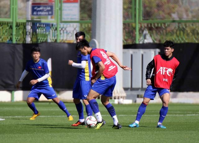 ĐT Việt Nam trở lại sân tập để chuẩn bị cho trận đấu với Iran - Ảnh 11.