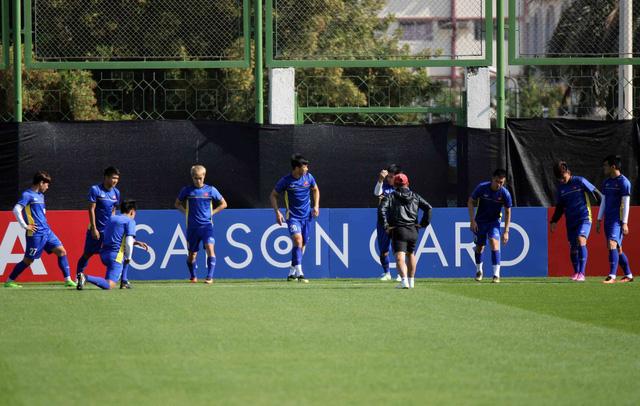 ĐT Việt Nam trở lại sân tập để chuẩn bị cho trận đấu với Iran - Ảnh 5.