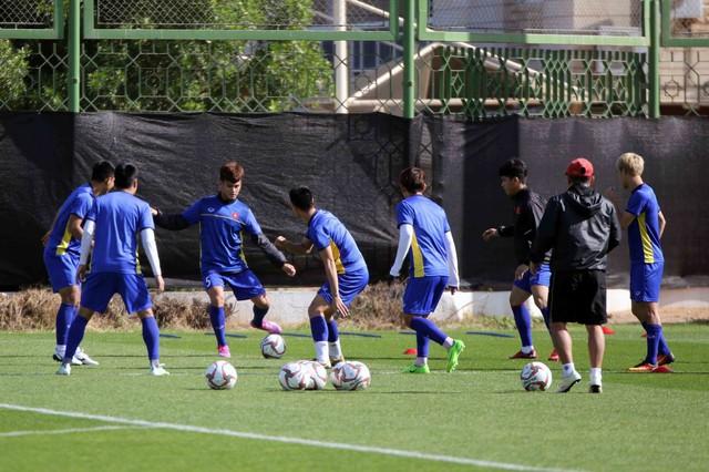ĐT Việt Nam trở lại sân tập để chuẩn bị cho trận đấu với Iran - Ảnh 6.