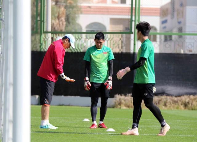 ĐT Việt Nam trở lại sân tập để chuẩn bị cho trận đấu với Iran - Ảnh 7.