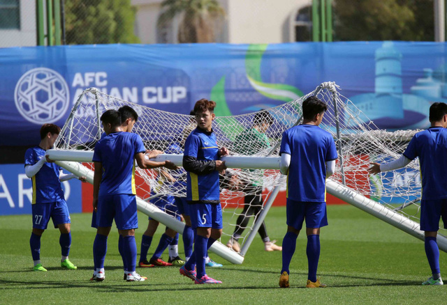 ĐT Việt Nam trở lại sân tập để chuẩn bị cho trận đấu với Iran - Ảnh 8.