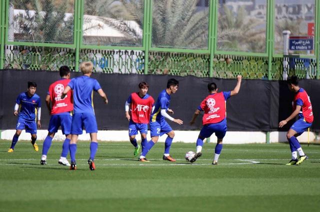 ĐT Việt Nam trở lại sân tập để chuẩn bị cho trận đấu với Iran - Ảnh 9.