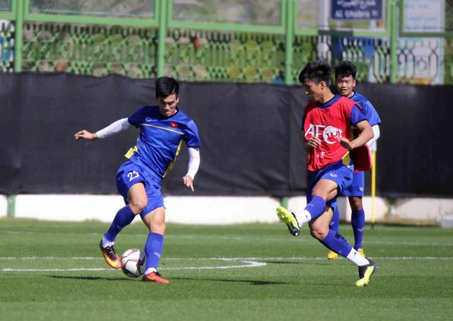 ĐT Việt Nam trở lại sân tập để chuẩn bị cho trận đấu với Iran - Ảnh 10.
